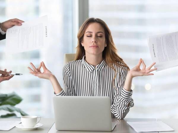 仕事がデキる人でも…職場で恋愛対象外になりがちな女性の特徴