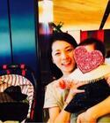 吉岡美穂がAKINAの子供を抱っこし「4人目が欲しくなったな」