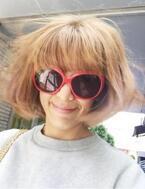 SHEILAが強風でせっかく整えた髪が…