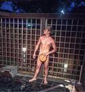 "K-1王者・武尊、全裸に風呂桶で""タケル100%""披露「ギリギリすぎて心配」の声も"
