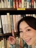 真矢ミキ ドラマ『さくらの親子丼』小道具の本紹介「よく共演者と吹き出しています」