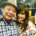 鈴木おさむ タカ主催の誕生会ではるな愛とキス、思わず咳き込む
