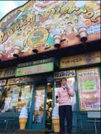 よゐこ・濱口がラッキーピエロで愉快な体験、同店を訪れる多数の芸能人