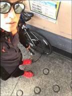 樽美酒研二が自転車の前輪・後輪の空気抜かれ呪いを送る