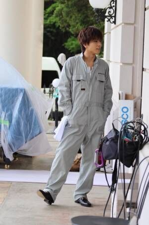 岩田剛典、作業着姿のオフショットに「かっこよすぎてメロメロ…」とファン悶絶