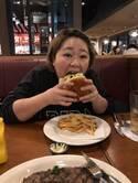 12.8キロリバウンドのやしろ優、ハンバーガーにかぶりつく写真公開し「太る方が簡単です」