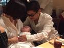 薬丸裕英、妻が東尾理子の赤ちゃんを抱き3ショット「孫をあやす二人?」