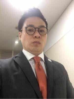 """清水宏保、""""メガネが似合わない""""ネットの声に反応「遠近両用の老眼鏡です!!」"""