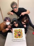 金爆・鬼龍院翔、喜矢武豊の誕生日をお祝い「ケーキ可愛い!」「感動しました」の声
