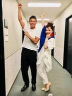 平野ノラ、サッカー日本代表・川島選手とバブリーポーズで2ショット