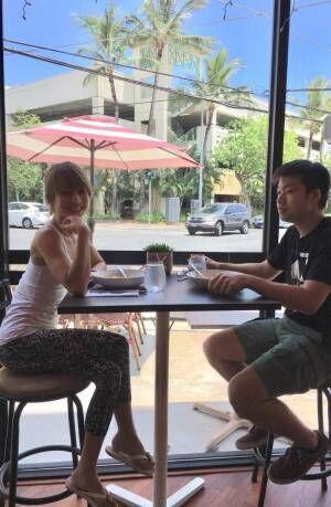 """花田美恵子、ハワイで息子と一緒に""""広尾のカレー""""「知る人ぞ知る」"""