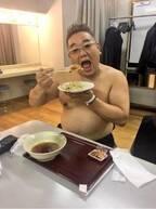 平野ノラ、サンド伊達の上半身裸ショット公開「なぜに裸体か?」