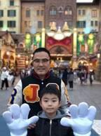 市川右團次、ミッキー&ミニーの誕生日と知らず息子とTDS「来ちゃいましたぁ~」