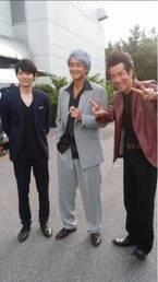 吉田栄作、岸谷五朗らと3ショット写真公開「写真はとても和やかですが」