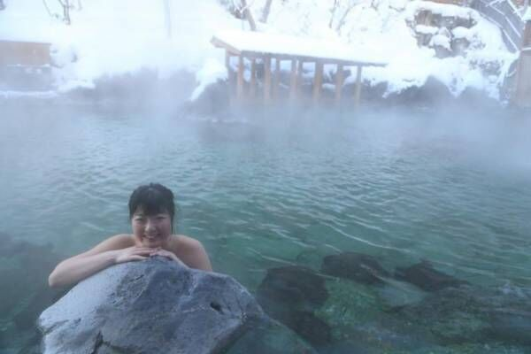 混浴温泉モデル、圧倒的スケールの大露天風呂に感動「草津が好きだ~!!」