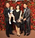 東尾理子、家族で結婚式に出席 父・東尾修氏との集合ショットも公開