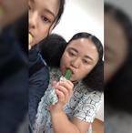 ニッチェ・江上敬子、きゅうりを無表情で食べる姿を公開「心の底から美味しいと思っています」