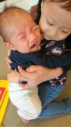 マック鈴木、我が子の成長写真を公開し「二人のばーばにも元気でいてもらわないと」