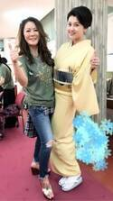 藤原紀香、大黒摩季ライブに着物姿でノリノリ 夫・愛之助との3ショットも公開