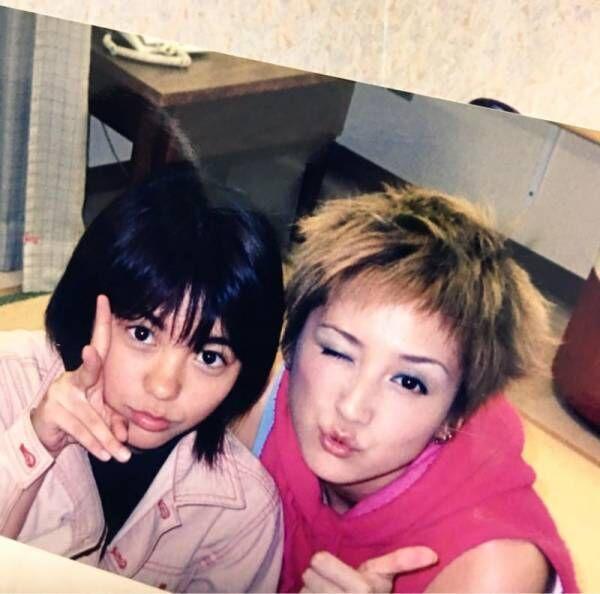 『ポンキッキーズ』に出演していたAKINA、鈴木蘭々との2ショット公開「15歳のあのころ」