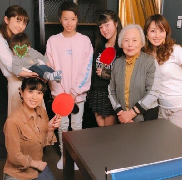 小倉優子、西村知美親子・渡辺美奈代親子と卓球ランチ「憧れの大先輩です」