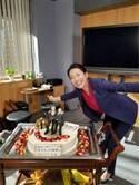 羽田美智子、豪華バースデーケーキで『特捜9』メンバーへサプライズ