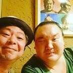 鈴木おさむ、居心地の良さにこだわった店を新オープン 白鵬関もお祝いに駆けつける