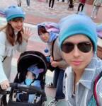 アレク、妻・川崎希の母とTDLへ「良い子は真似しないでね」ショットを公開