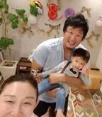 小原正子・マック鈴木夫妻、次男の誕生日を家族でお祝い「大好きやで」