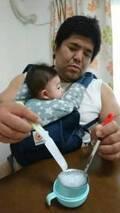 泉浩、初めての離乳食に挑戦「がっつき具合が半端ない」