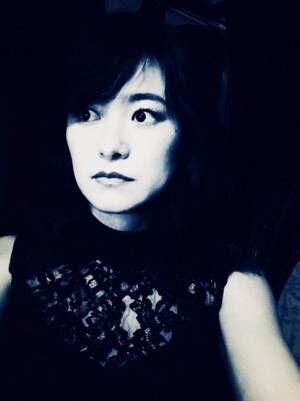須藤温子、濃いメイクの白黒写真に「ホラー作品?」とツッコまれる