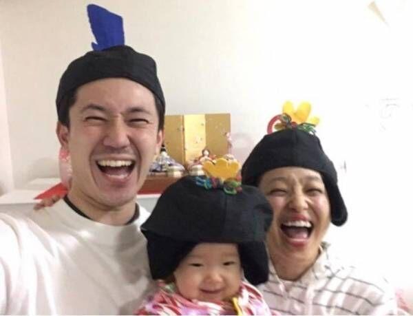 金田朋子、家族3人でひな人形の被り物ショット「千笑ちゃんもとっても楽しそう」