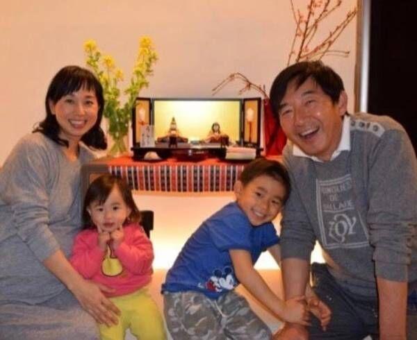 東尾理子、ひな祭りの家族ショット公開「初めて家族4人の落ち着いた写真」