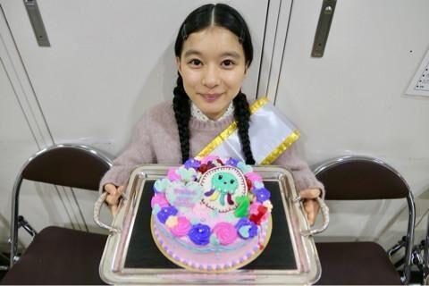 """芳根京子、『海月姫』の撮影現場で誕生日""""尼~ず""""からのプレゼントに「泣いちゃいそう」"""