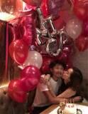 仁香、恋人がサプライズ誕生日パーティーを開催しキスshot「嬉しくて感動した」