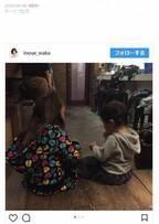井上和香、2歳の娘を連れてクラス会へ「遊んでもらって楽しそうでした」