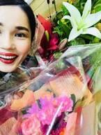 平野ノラ、ファンからの花束を抱え「お局OL渾身の寿退社みたくなってるー」