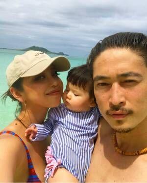 PINKY&窪塚洋介、娘とハワイ3ショット公開「めっちゃぃぃ家族」「憧れ」の声