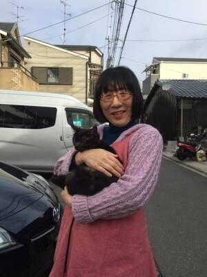 阿佐ヶ谷姉妹の姉・江里子、『科捜研の女』の役作りで猫カフェへ