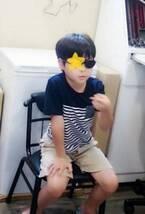 インリン、1年前に弱視と診断された長男の裸眼視力が「右1.0と左0.9」になり喜ぶ