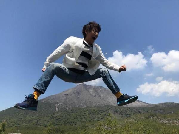 杉浦太陽、鹿児島・桜島での「西郷どんジャンプ」ショット公開
