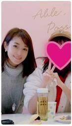 """細川直美、娘と原宿で話題の""""回転スイーツ""""店へ ギブアップ枚数を明かす"""
