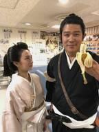 鈴木亮平『西郷どん』で北川景子と2ショット「ゴリラを見る目で見つめんでくいやい」