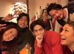 キンタロー。LiLiCoの自宅で「イケメン三昧」の集合ショット公開