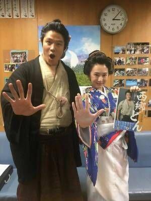 鈴木亮平、篤姫・北川景子と2ショット公開『西郷どん』10話の裏話も