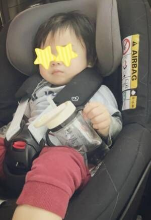 吉澤ひとみ、息子の寝落ち写真公開「居酒屋でよく見る光景のよう…(笑)」