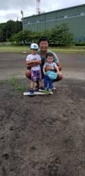 マック鈴木、懐かしのグラウンドで息子たちと3ショット「めちゃくちゃ幸せ」
