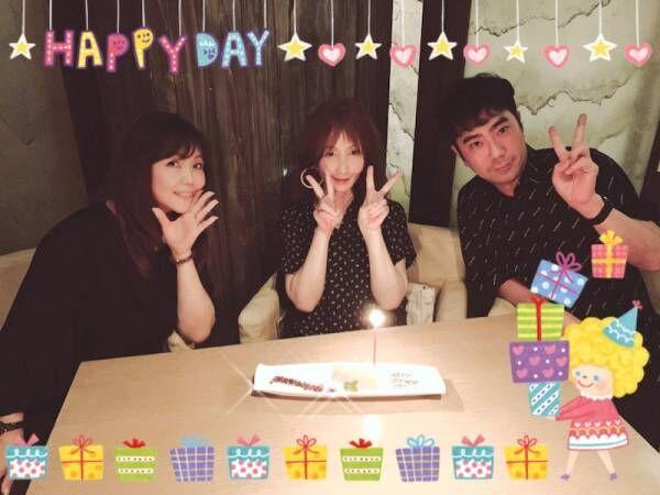 小川菜摘、藤井隆とYOUの誕生日を祝い「やっと3人のスケジュールが合って」