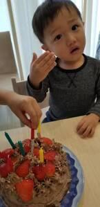 小原正子、息子たちとバレンタインケーキ作り「喜んでくれるかな?」