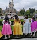蛯原英里、プリンセス衣装の子ども達とTDLを満喫「写真の総数は約900枚(笑)」
